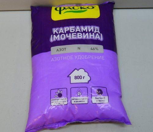 Азотное удобрение карбамид в пакете весом 800 граммов для плодовых деревьев