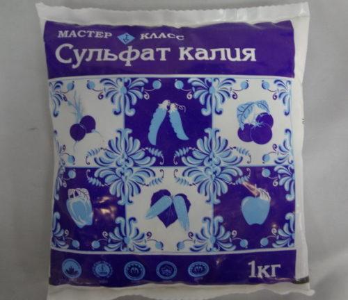 Пакет с сульфотом калия для подкормки вишни в летний период