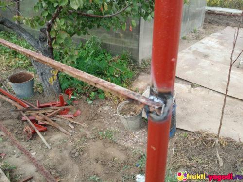 Сварка подпорной конструкции для помидор вблизи